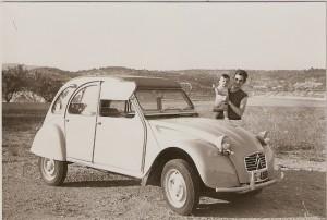 EL nostre 2CV l'any 1967. Imatge de l'arxiu personal de Joan Serrat Montfort