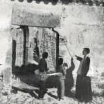 Fotografia de Lluís Coll del 'salpàs'. Dins: Llibre d' El Record: història i antologia de la revista setmanasantera manlleuenca: 1917 – 1959. Manlleu : Gràfiques Manlleu, 1960 .
