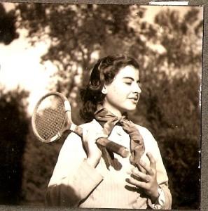 Jugant a tennis, anys 50.