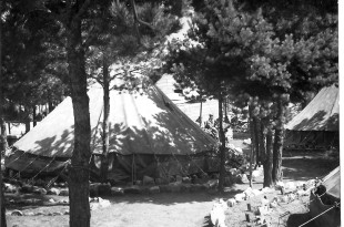 Tenda. Milícies universitàries.Castillejos_1954